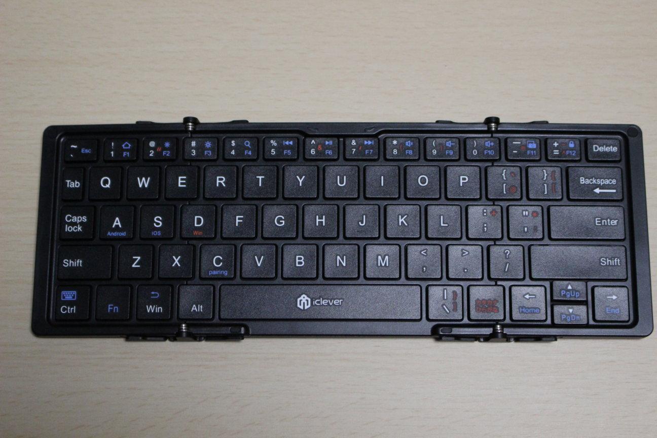 iCleverのIC-BK03(Bluetoothキーボード)の本体見開き