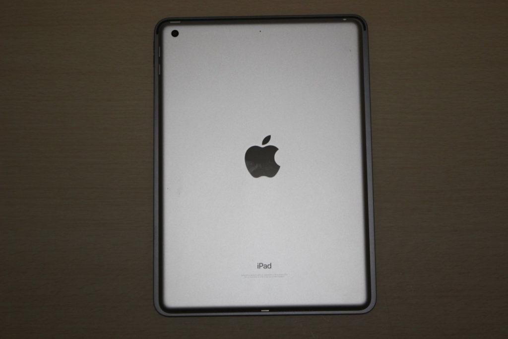 下にiPad Pro (2020)・上に第5世代iPad