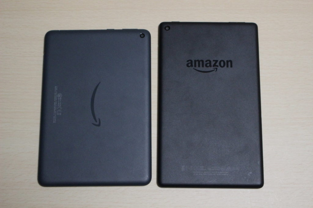 FireHD8Plus(第10世代)とFireHD8(第8世代)の比較(背面)