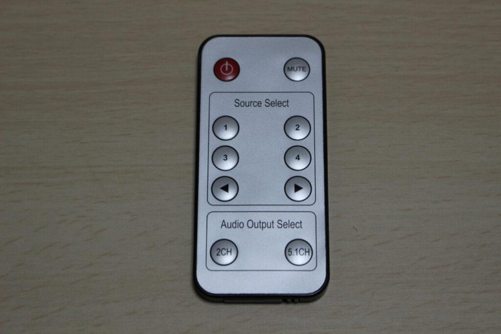 サンワダイレクトのHDMIセレクター「400-SW015」のリモコン