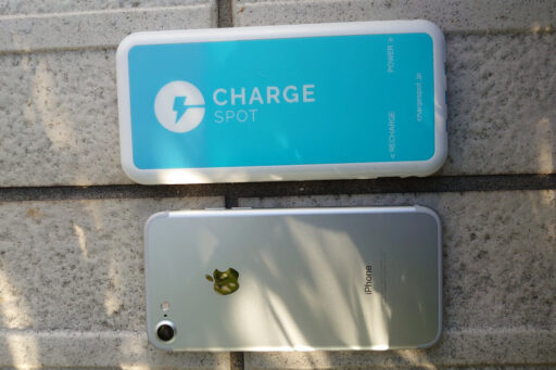 「ChargeSPOT」のモバイルバッテリーとiPhone7