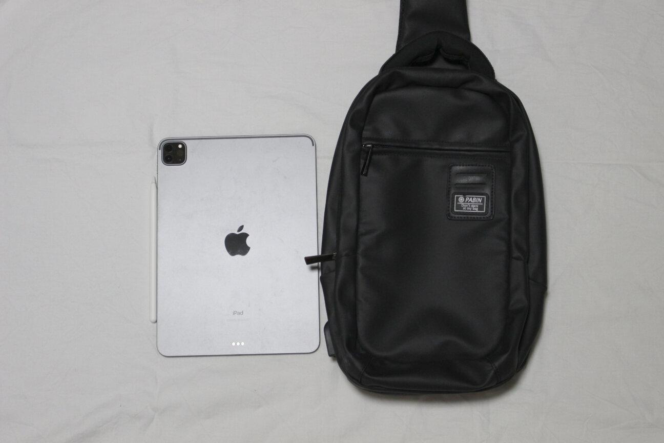 PABINのボディバッグとiPadPro(11インチ)