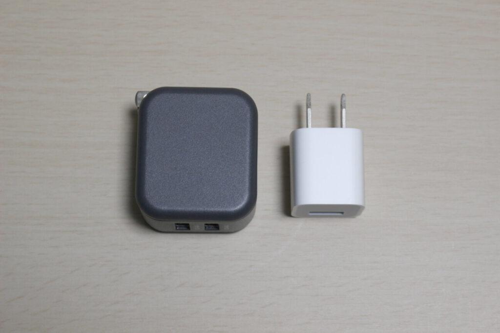 MOTTERUの2ポートUSB充電器「MOT-AC48U2」とiPhone7付属充電器