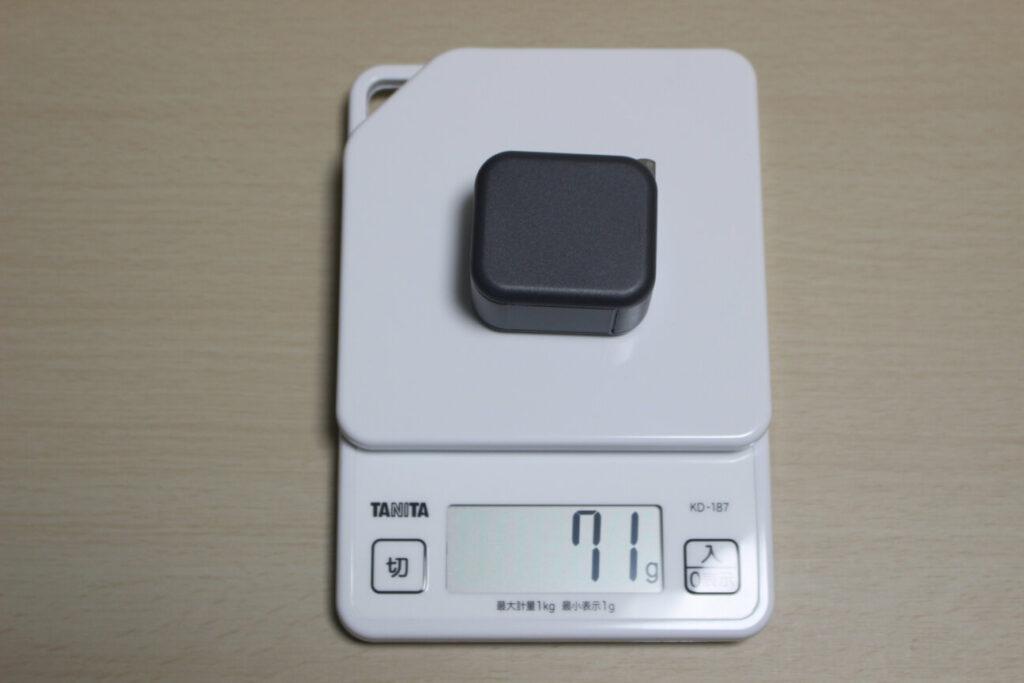 MOTTERUの2ポートUSB充電器「MOT-AC48U2」の重さ