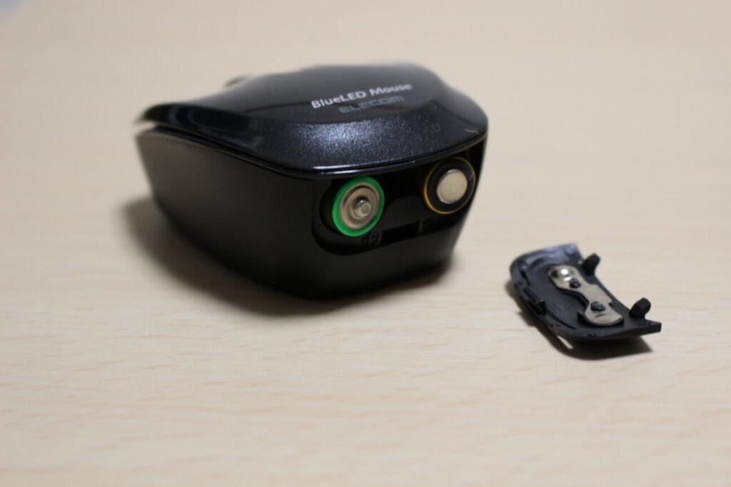 エレコムのマウス「M-FBL3BBS」と電池