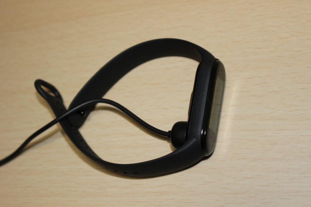 「Mi Smart Band 5」充電