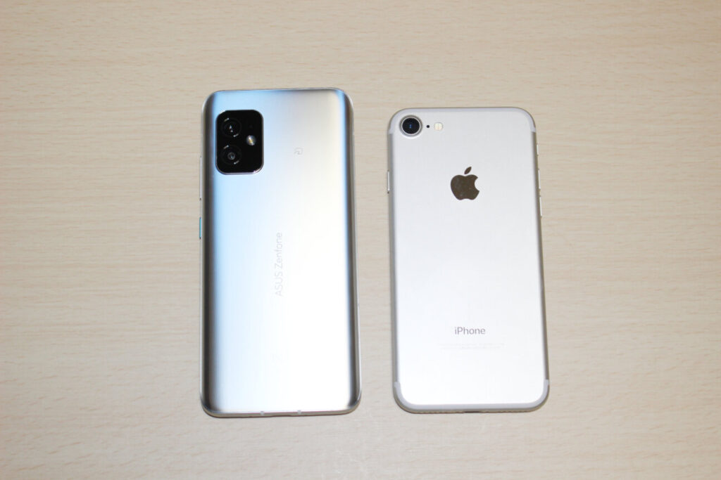「Zenfone 8」と「iPhone 7」
