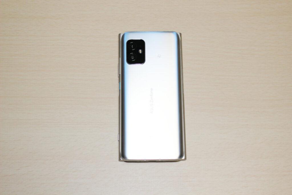 「Zenfone 8」と「Xperia XZ1」