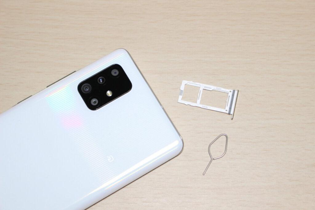 「Galaxy A51 5G」のSIMスロット