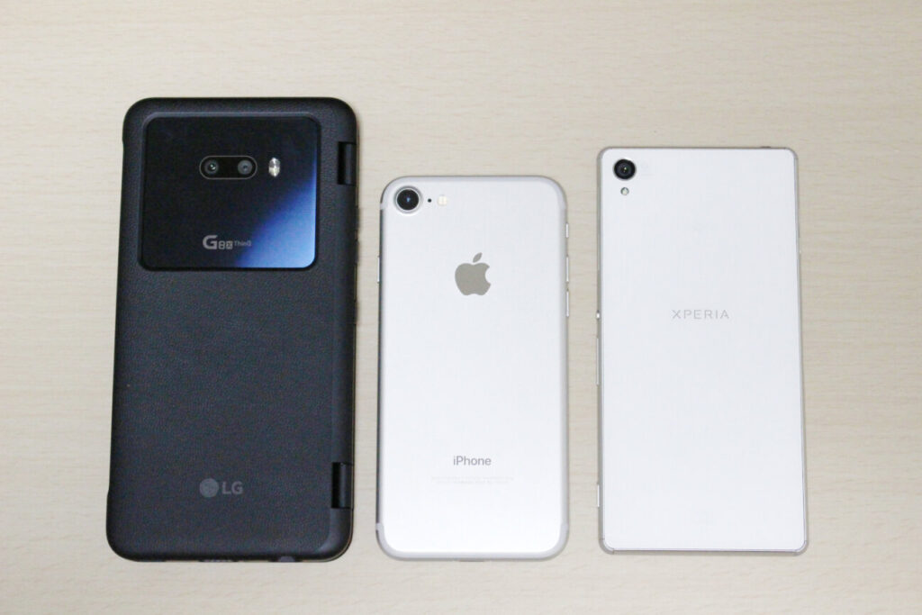 LG G8X ThinQとiPhone7とXperiaZ3のサイズ比較