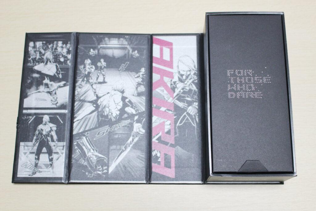 「ROG Phone 5」の箱(見開き)