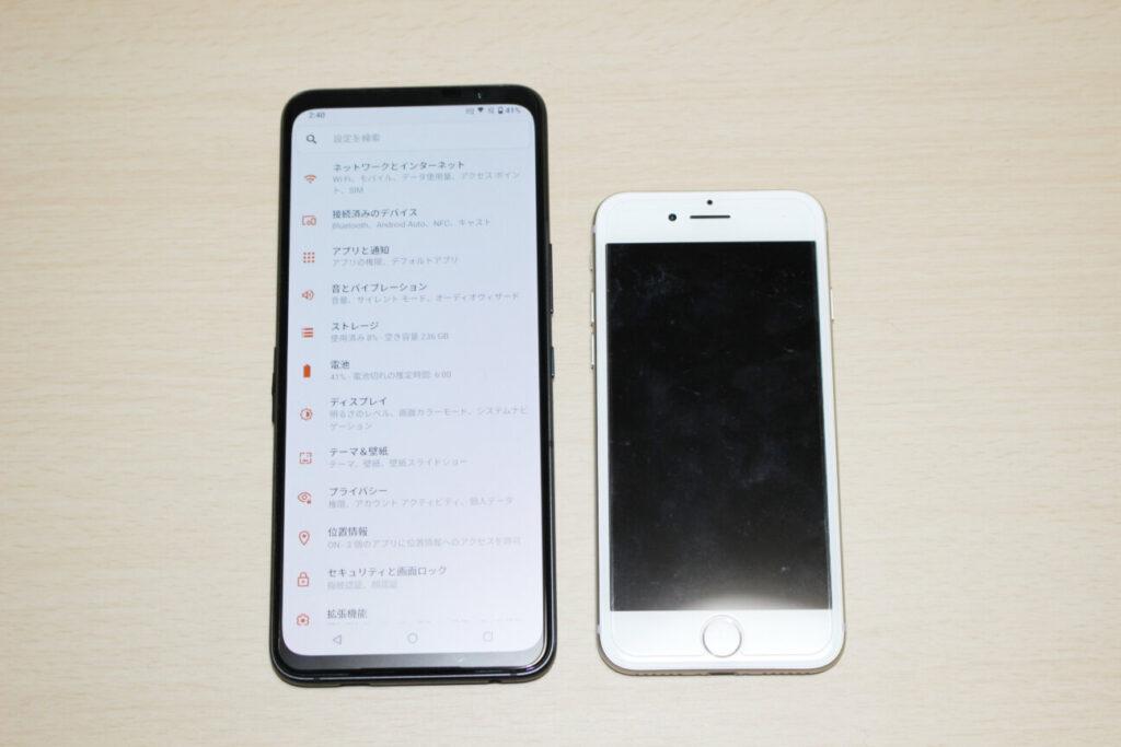 「ROG Phone 5」と「iPhone 7」