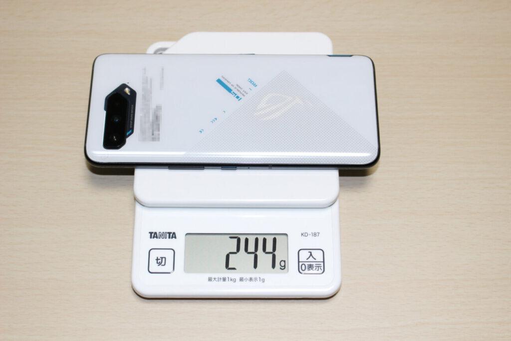 「ROG Phone 5」の重さ
