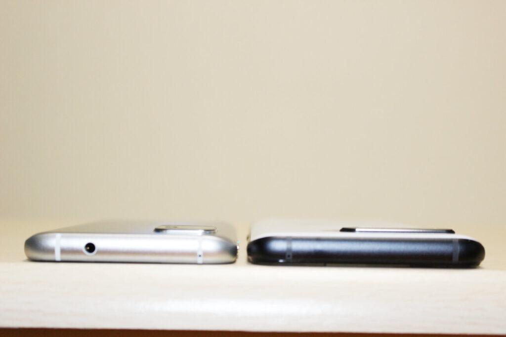 「Zenfone 8」(左)と「ROG Phone 5」(右)ー厚さー