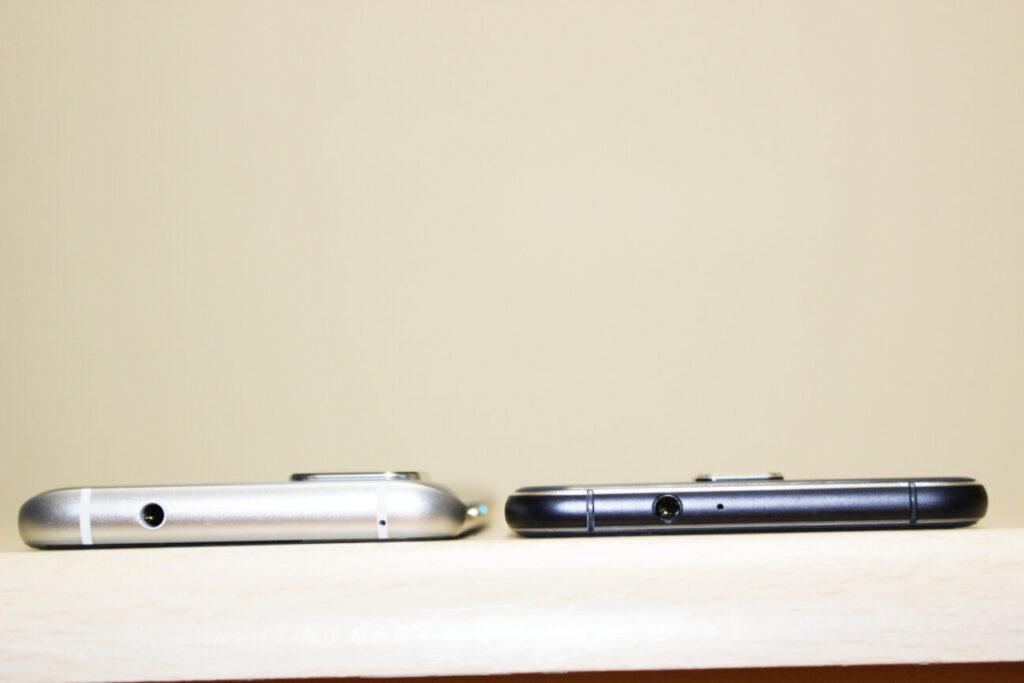 「Zenfone 8」(左)と「ZenFone 3」(右)ー厚さー