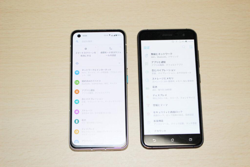 「Zenfone 8」(左)と「ZenFone 3」(右)ー前面ー