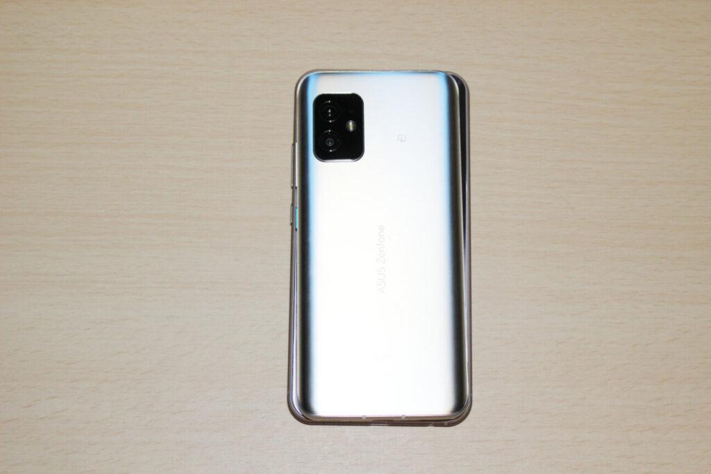 「Zenfone 8」(上)と「ZenFone 5Z」(下)