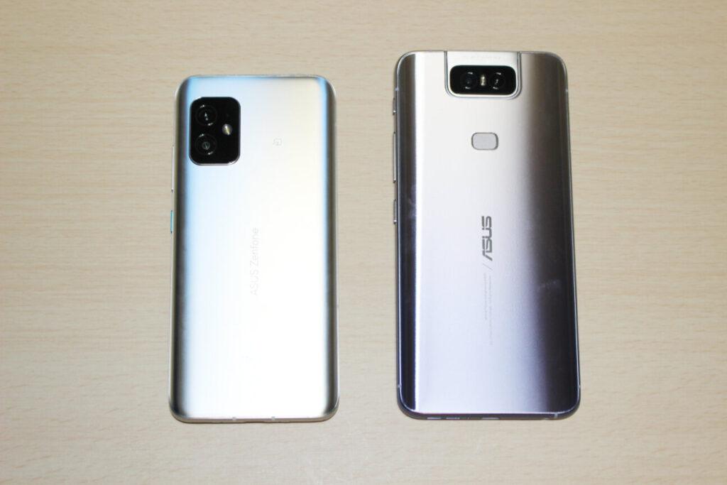「Zenfone 8」(左)と「ZenFone 6」(右)ー背面ー
