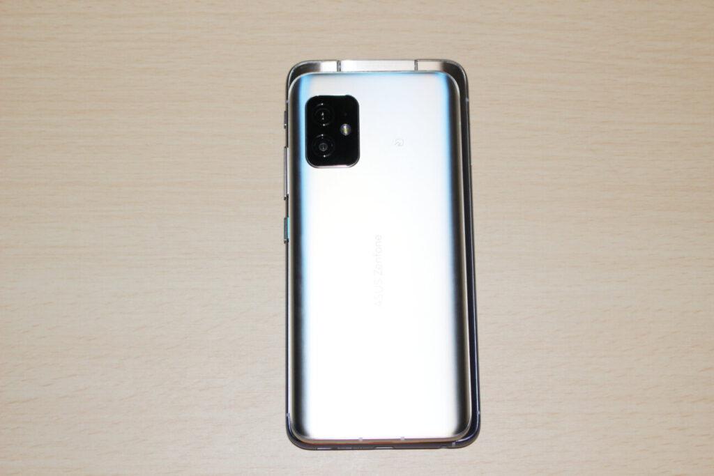 「Zenfone 8」(上)と「ZenFone 6」(下)