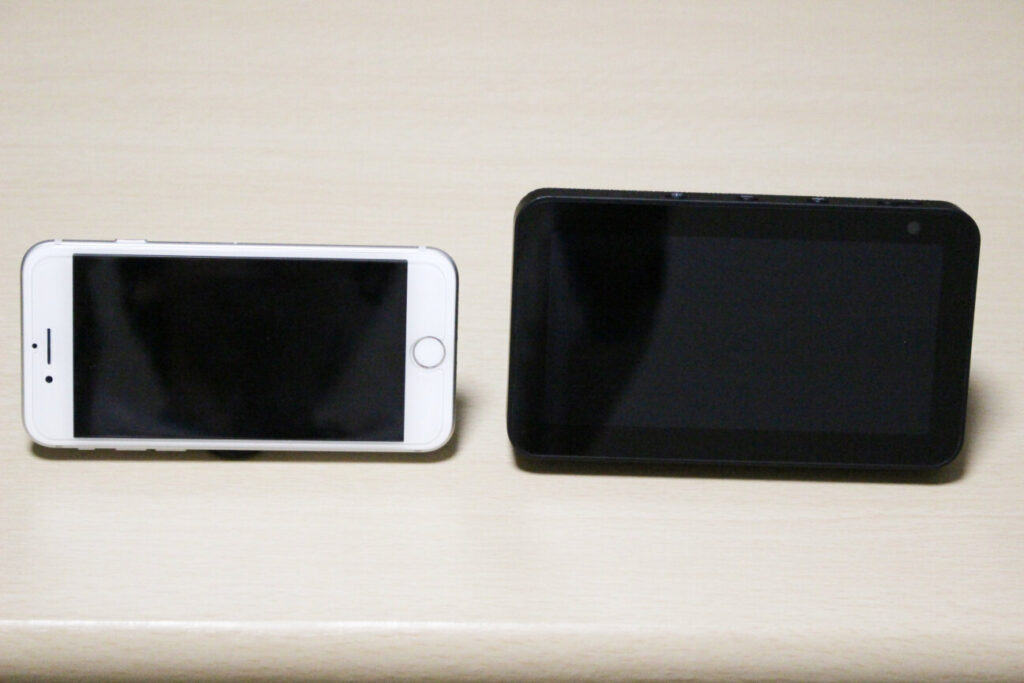 「iPhone7」と「Echo show 5」